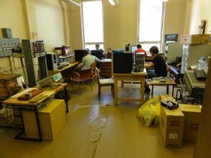 Pilně pracujeme v laboratoři