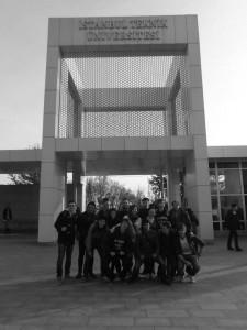 Naše skupina ve školním kampusu